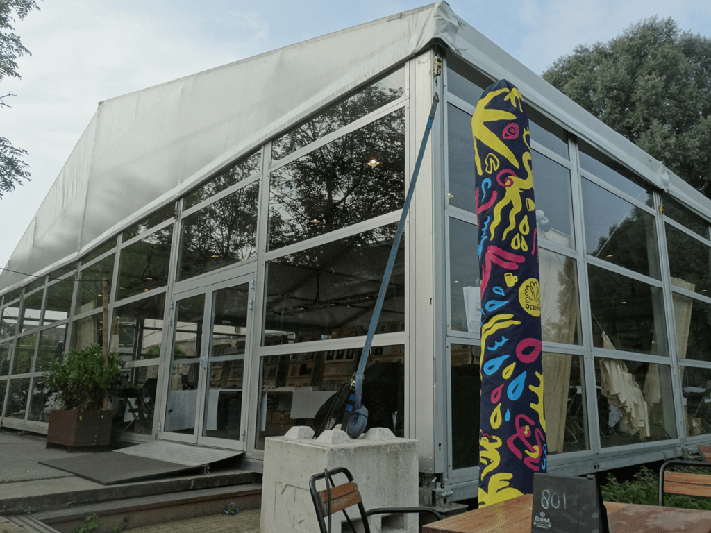Tent voor showroom door Kontent Structures
